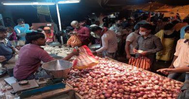 बिहार में पसरी प्याज महंगा होने की अफवाह, दुकानों पर खरीदारी करने उमड़ी भीड़, स्टाक खत्म