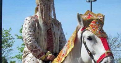 बुलेट की जगह मिली अपाचे तो भड़क उठा दूल्हा, घोड़ी से कूदा फिर उतार दिए कपड़े