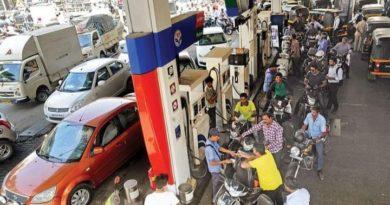 दिल्ली में पेट्रोल फिर से होगा 60 रुपए लीटर, GST में लाए दिल्ली तो पूरे देश के अन्य राज्य भी ले सकेंगे फ़ैसला